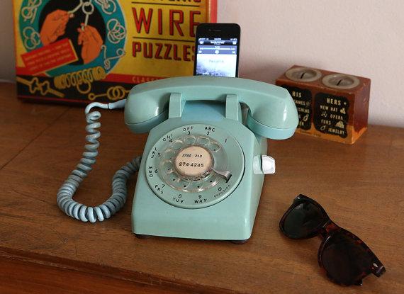 La mitad de los jóvenes ya no llama por teléfono: usan las apps del móvil